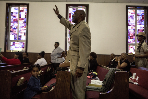 Jimmy Garner raises his hand during the Sunday service at Beulah Baptist. (Andrea Morales)