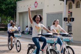 Lyndsey Pender displays a peace sign as she rides with others representing South Memphis to Court Square. (Brandon Dahlberg)