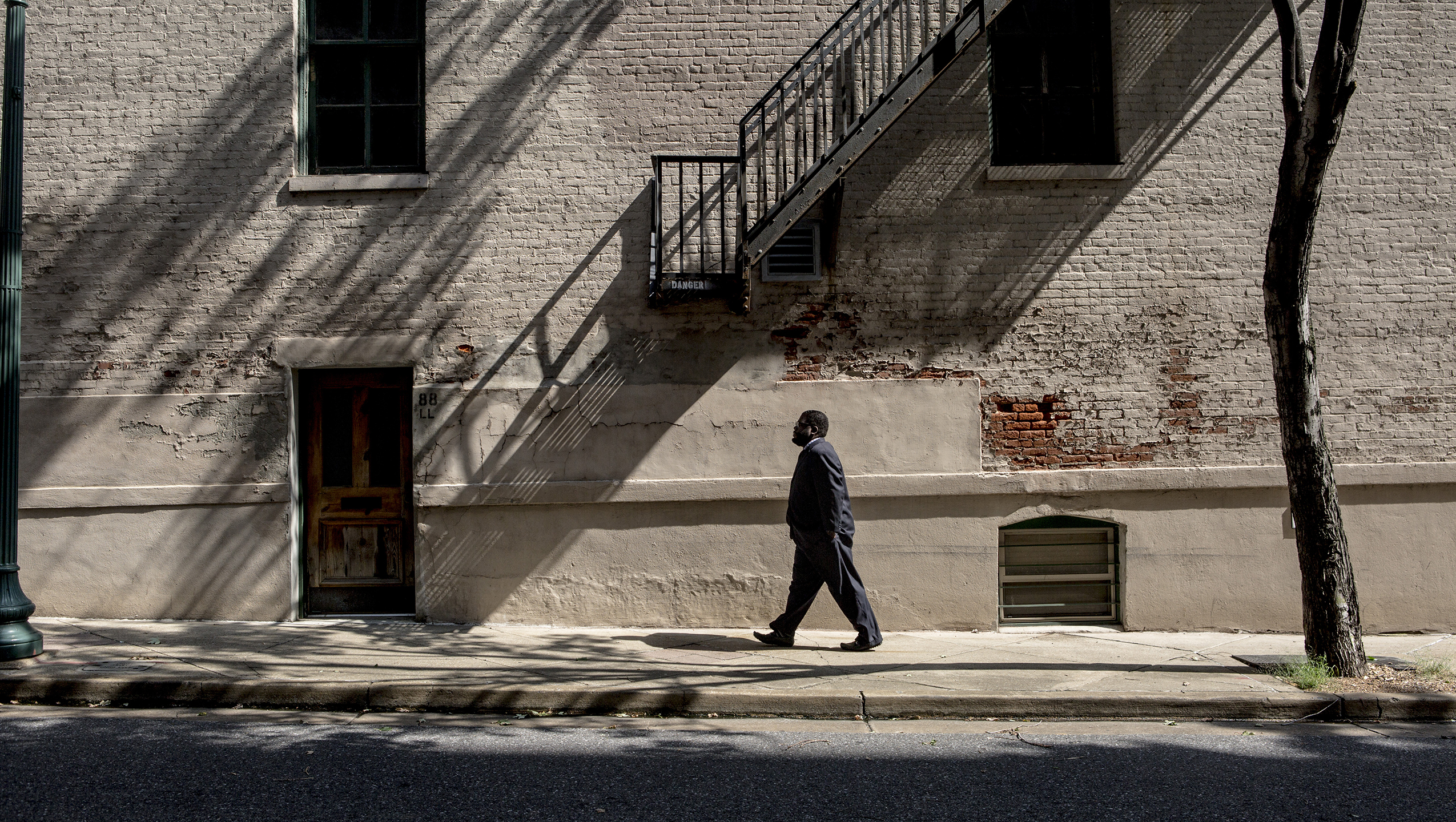 Darrell Cobbins, president and principal broker at Universal Commercial Real Estate, LLC, near his office in Downtown Memphis. <span class=&apos;image-credits&apos;>Andrea Morales, HuffPost</span>