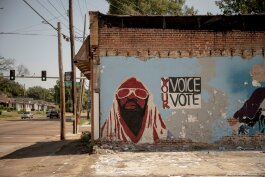 A mural in the Glenview Historic District encourages Memphians to vote. (Andrea Morales)