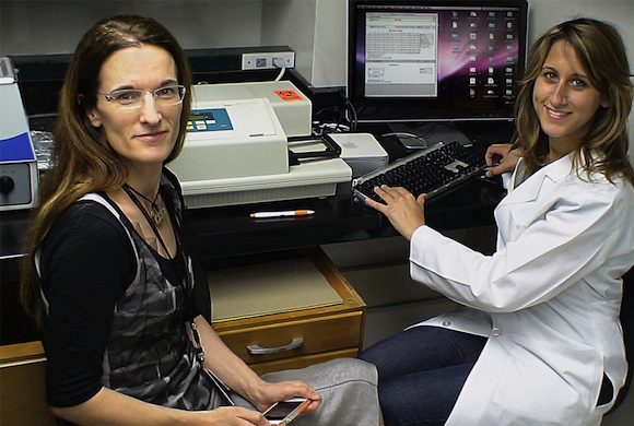Dr. Gomes-Solecki (left) in her lab at UTHSC
