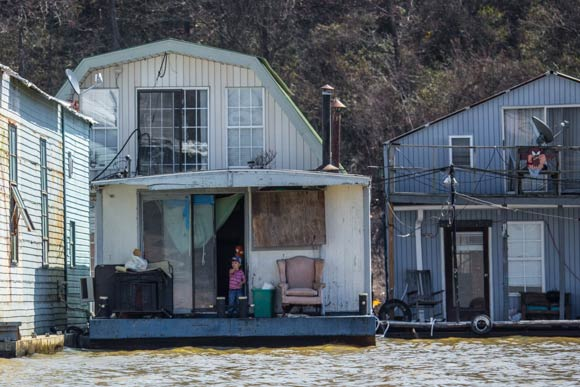 South Memphis house boat