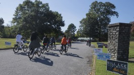 The voters arrive at Glenview Community Center as part of JUICE Orange Mound's Roll to Poll community initiative on Oct 27. (Ziggy Mack)
