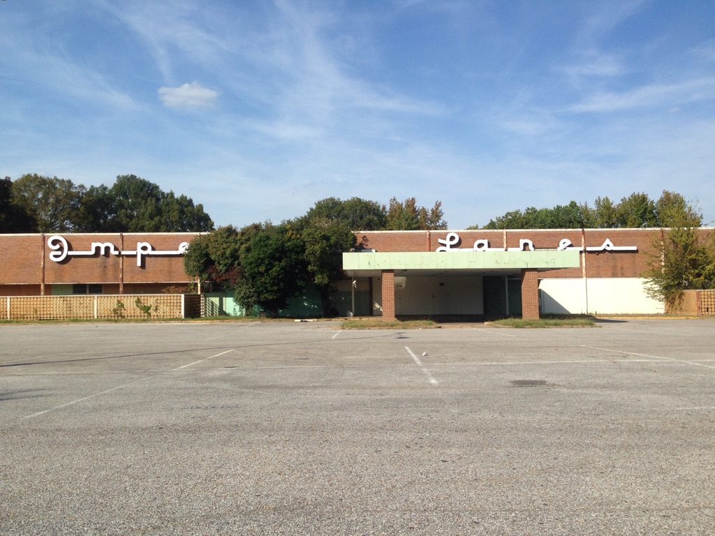 The longstanding bowling alley will be razed to make way for a Planet Fitness facility.