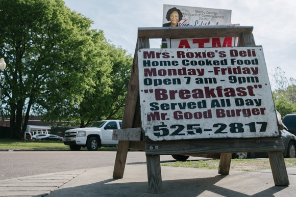 A sandwich board sign draws customers in to Roxie's for breakfast, lunch, and dinner.  (Brandon Dahlberg)