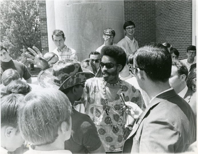 James Mock (center) and other movement leaders meet with members of the press outside the Memphis State administration building in April 1969. (University of Memphis Special Collections)