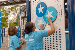 Blue Cross Blue Shield employees and volunteers came together to install new playground equipment at David Carnes Park as part of the $4.5 million Blue Cross Healthy Place Program park redevelopment. (Blue Cross Blue Shield of Tennessee)
